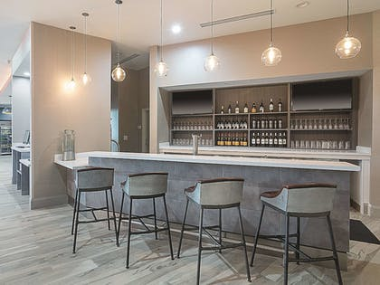 Hotel Bar | La Quinta Inn & Suites by Wyndham Plano Legacy Frisco