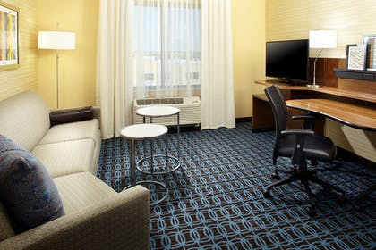 Guestroom | Fairfield Inn & Suites Wheeling Triadelphia at The Highlands