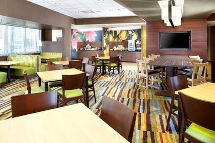 Restaurant | Fairfield Inn & Suites Wheeling Triadelphia at The Highlands