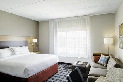 Guestroom | TownePlace Suites Pittsburgh Airport/Robinson Township