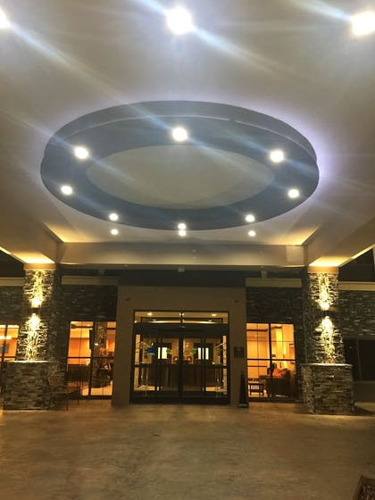 Hotel Entrance | Comfort Inn & Suites Moore - Oklahoma City