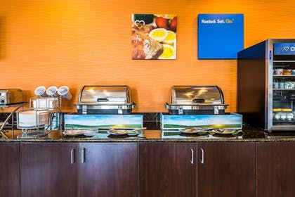 Breakfast Area | Comfort Inn & Suites Moore - Oklahoma City