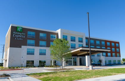 Hotel Front | Holiday Inn Express & Suites McKinney - Frisco East