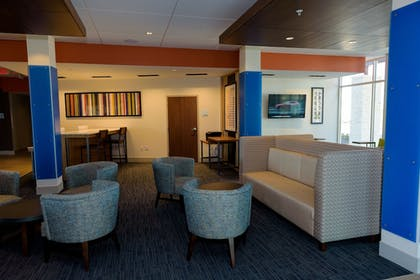 Lobby Sitting Area | Holiday Inn Express & Suites McKinney - Frisco East