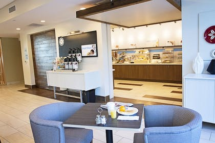 Breakfast Area | Holiday Inn Express & Suites Greenwood Mall