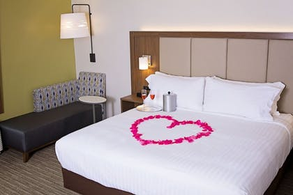 Guestroom   Holiday Inn Express & Suites Greenwood Mall