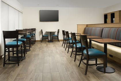 Restaurant | TownePlace Suites by Marriott Alexandria Fort Belvoir