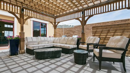 BBQ/Picnic Area | Best Western Plus Chandler Hotel & Suites