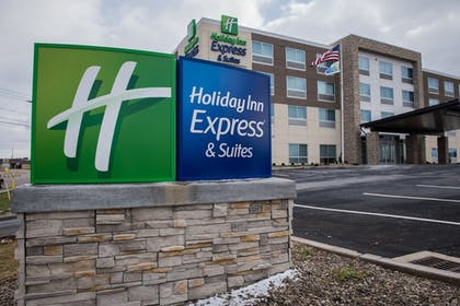 Hotel Front | Holiday Inn Express & Suites Marietta