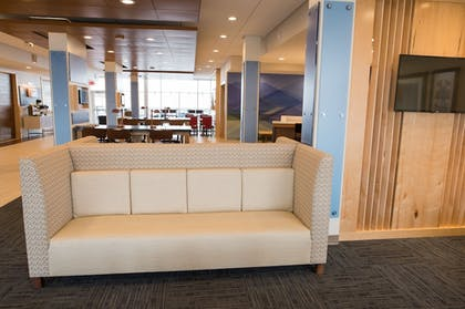 Lobby Sitting Area | Holiday Inn Express & Suites Marietta