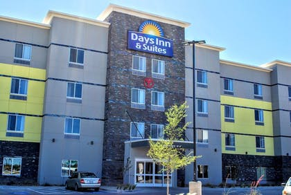 Hotel Front | Days Inn & Suites by Wyndham Lubbock Medical Center
