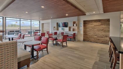 Lobby Sitting Area | Holiday Inn Express and Suites Broomfield
