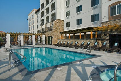 Outdoor Pool | Oxford Suites Sonoma County