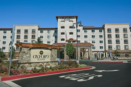 Hotel Front | Oxford Suites Sonoma County