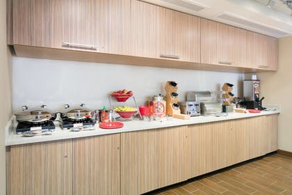 Breakfast Area | Towneplace Suites Kansas City Airport