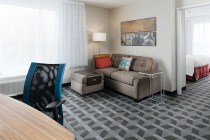 Guestroom | Towneplace Suites Kansas City Airport