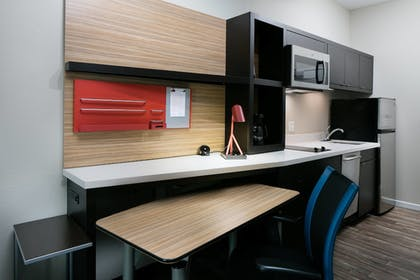 In-Room Kitchen | Towneplace Suites Kansas City Airport