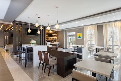 Breakfast Area | Wingate By Wyndham Miami Airport