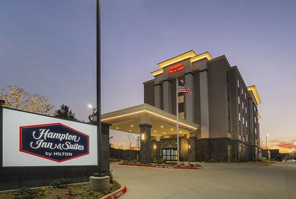 Hotel Front - Evening/Night | Hampton Inn & Suites Colleyville DFW West