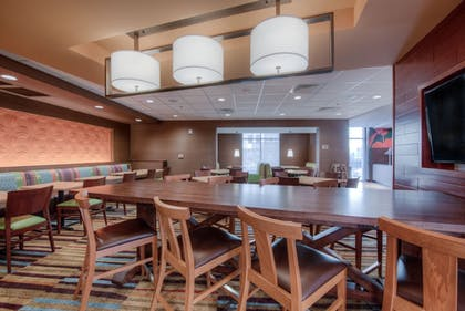 Breakfast Area | Fairfield Inn and Suites by Marriott Charlotte Airport