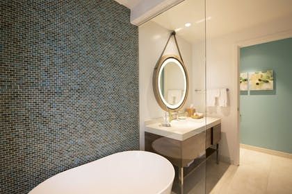 Bathroom | Hyatt Centric Waikiki Beach