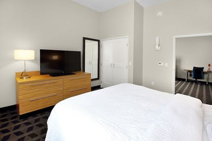 Guestroom | TownePlace Suites Grove City Mercer/Outlets