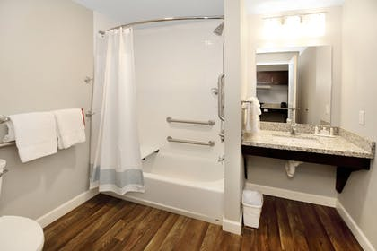 Bathroom | TownePlace Suites Grove City Mercer/Outlets