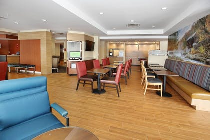 Business Center | TownePlace Suites Grove City Mercer/Outlets