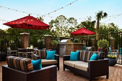 BBQ/Picnic Area | TownePlace Suites Grove City Mercer/Outlets