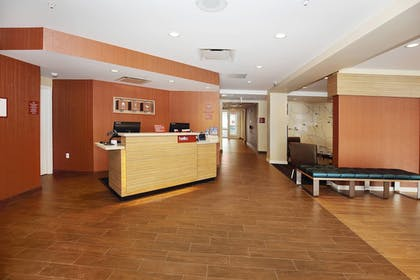 Lobby | TownePlace Suites Grove City Mercer/Outlets