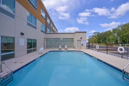 Pool | Holiday Inn Express - Bethlehem