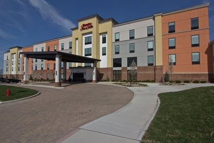 Hotel Front   Hampton Inn And Suites By Hilton Columbus Scioto Downs