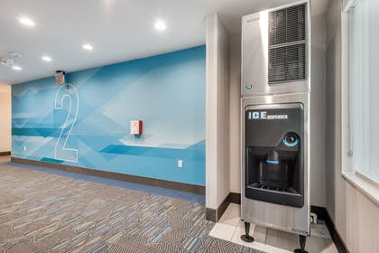Hotel Interior | Holiday Inn Express & Suites Dallas North - Addison