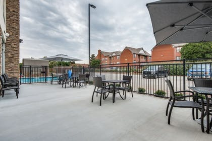 Outdoor Dining | Holiday Inn Express & Suites Dallas North - Addison