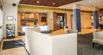 Lobby | Holiday Inn Express & Suites Kingston-Ulster
