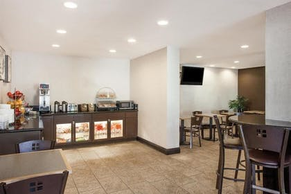 Breakfast Area | Lodge of La Mesa (A Quiet Hotel For Adults Only)