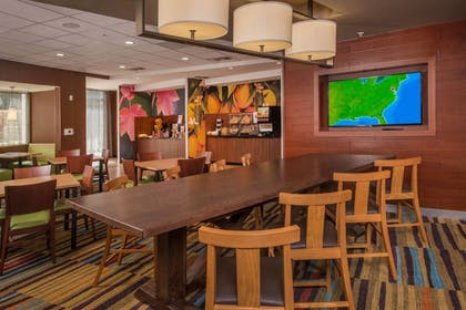 Lobby Lounge | Fairfield Inn & Suites by Marriott Richmond Ashland