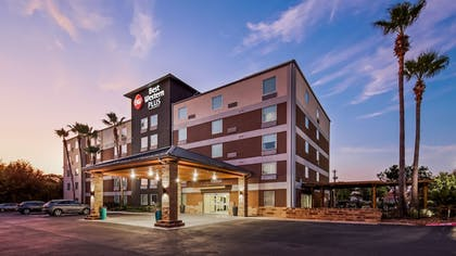 Front of Property - Evening/Night | Best Western Plus Downtown North