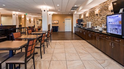Breakfast Area | Best Western Plus Hudson Hotel & Suites