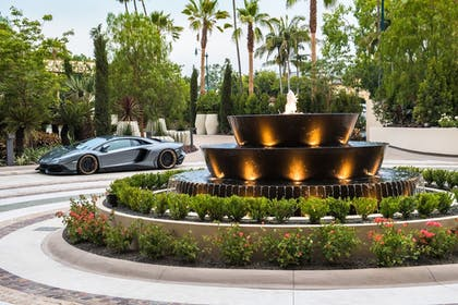 Fountain | Waldorf Astoria Beverly Hills