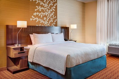 Guestroom | Fairfield Inn & Suites Lincoln Airport