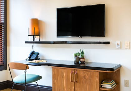 In-Room Business Center | Freehand Los Angeles