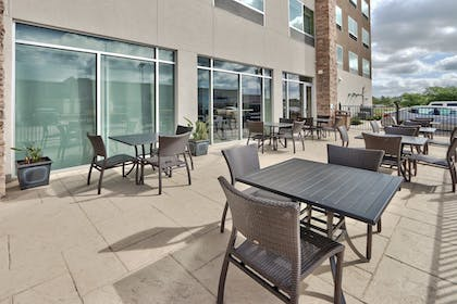 Outdoor Dining | Holiday Inn Express & Suites Houston East - Beltway 8