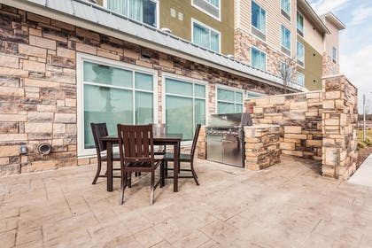 BBQ/Picnic Area | TownePlace Suites by Marriott Austin North/Tech Ridge