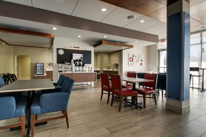 Restaurant | Holiday Inn Express & Suites Mount Vernon