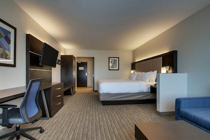 Guestroom | Holiday Inn Express & Suites Mount Vernon