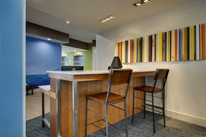 Hotel Interior | Holiday Inn Express & Suites Mount Vernon