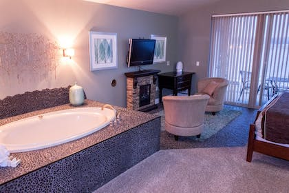 Jetted Tub | Delton Grand Resort and Spa