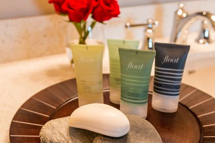 Bathroom Amenities | The Lodge at Columbia Point