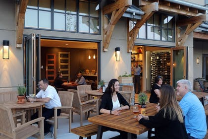 Hotel Bar | The Lodge at Columbia Point